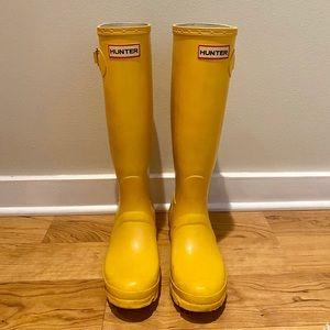 Hunter yellow matte tall rain boots